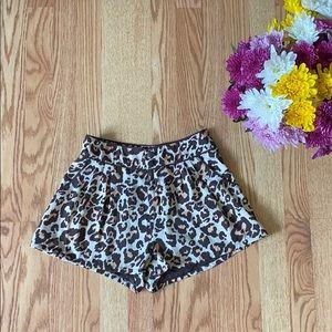 ❤️ H&M animal print shorts